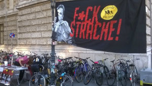 Valkampanjen har kretsat kring flyktingar. Här en kampanj mot FPÖ-chefen Heinz-Christian Strache.