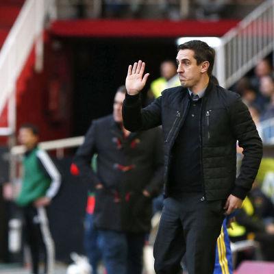 Gary Neville är fortfarande utan ligaseger i Valencia.