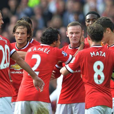 Wayne Rooney gör mål mot QPR i Premier League 2014.