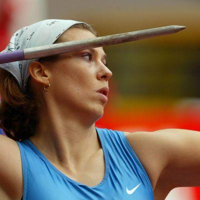 Mikaela Ingberg med spjutet i högsta hugg.