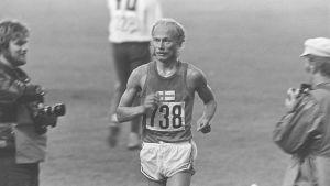Yleisurheilun EM-kisat 1971 Olympiastadionilla. Juoksukilpailut, Juha Väätäinen juoksee.