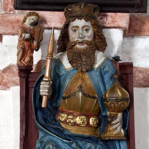 Medeltida skulptur av Sankt Olof.