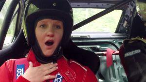 Fredrika är rädd i rallybilen