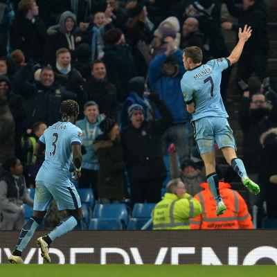 James Milner firar mål.