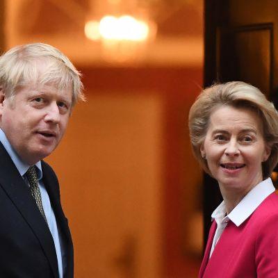 Ursula von der Leyen och Boris Johnson utanför Downing Street i