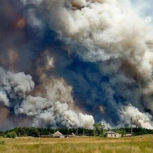 Metsäpalot levittivät valtavasti savua Itä-Ukrainassa Luhanskin alueella.