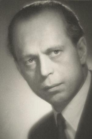 Pianotaiteilija Rolf Bergroth 1930-luvun lopulla Varsovassa otetussa taiteilijamuotokuvassa.