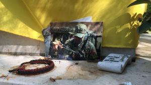 Minnesföremål vid ukrainsk grav