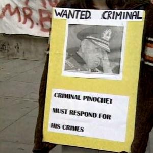 Ihmisoikeusjärjestöt vaativat Chilen entisen sotilasjohtajan Augusto Pinochetin pidättämistä 1988.