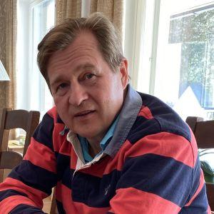 Tokmannin hallituksen puheenjohtaja Seppo Saastamoinen kotonaan Kajaanissa.