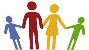 Fyra figurer håller varandra i händerna.