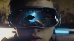 Närbild av Wade med spelglasögonen på.