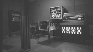 Bar med jukebox och flipper, 1960