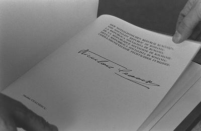 Nicolae Ceausescun allekirjoitus ETYKin päätösasiakirjassa