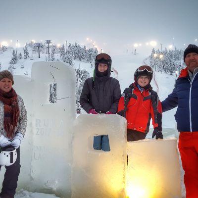 Nenonen-Millarin perhe Oxfordista Rukalla joululomalla 2017.