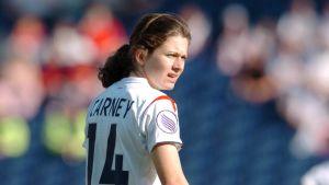 17-åriga Karen Carney sänkte Finland i öppningsmatchen.