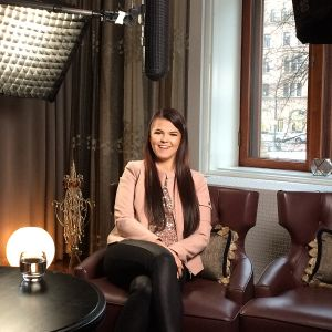 Dokumentissa seurataan miten ikuiseksi kakkoseksi leimatun Saara Aallon elämä muuttui X-Factor UK-finaalin jälkeen.