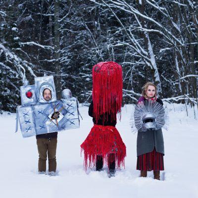 Pauanne-yhtye lumihangessa: Janne Haavisto, Tero Pennanen ja Kukka Lehto