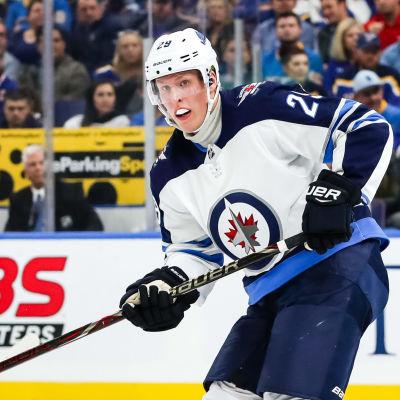 Patrik Laine under Winnipegs säsongsdebut i NHL.