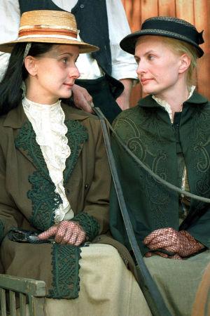 Ville Virtanen (Juhani Aho), Miina Turunen (Tilly Soldan) ja Sara Paavolainen (Venny Soldan) tv-draamassa Venny (2003).