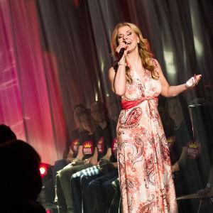 Susanna heikki laulaa finaalin karsinnassa.