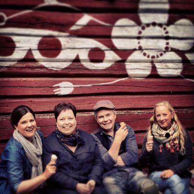 fyra glada människor