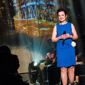 Virpi Piippo laulaa Finaalin karsinnassa.
