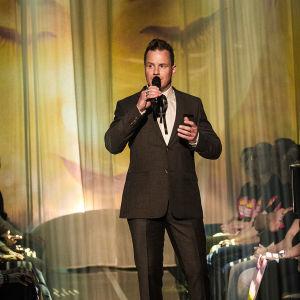 Jere Vilkkinen laulaa Finaalin karsinnassa.