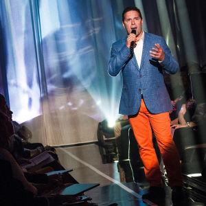 Markku Ketola laulaa Finaalin karsinnassa.