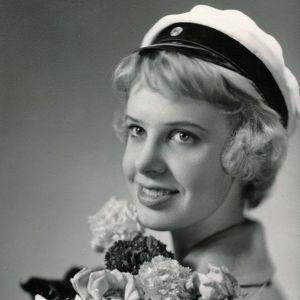 Sirkka-Liisa Krapinoja ylioppilaskuvassa