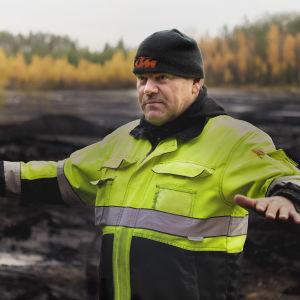 maatalousyrittäjä Juha Korkeamäki turvesuolla