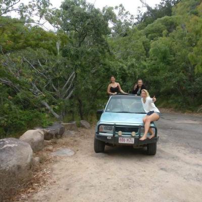 Österbottniska flickor på mellanår i Australien.