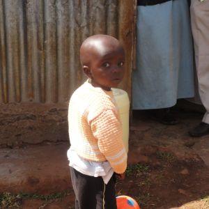 Tvååring i slummen i Nairobi