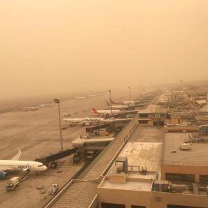 Flygplan parkerade på flygplatsen på Kanarieöarna.