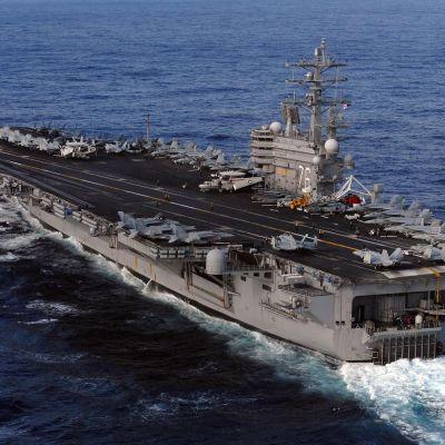 Det amerikanska hangarfartyget Ronald Reagan kom till japanska vatten den 13.3 för att bistå som helikopterstödjepunkt.