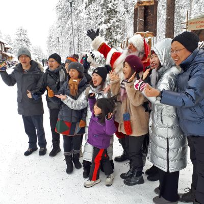 Aasialaisturisteja ei häiritse väentungos turistikohteissa.