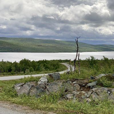 Villi luonnossa kulkeminen ja leiriytyminen on riski Suomen pohjoisimmalle järvelle