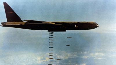 Amerikansk B-52-bombare över Vietnam under Vietnamkriget.