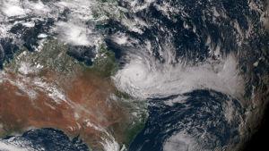Debbie kan vara den näst kraftigaste stormen som har drabbat Australien sedan år 2011