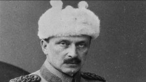 Mustavalkokuva Carl Gustaf Mannerheimista