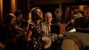 Steve Martin ja Edie Brickell studiossa. Kuva musiikkidokumentista The American Epic Sessions.