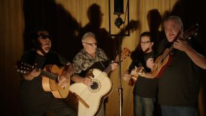 Los Lobos studiossa. Kuva musiikkidokumentista The American Epic Sessions.