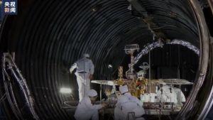 Tianwen-1 -kulkijaa testataan avaruussimulaattorissa.