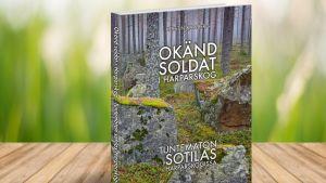 """Ett bildverk med texten """"Okänd soldat i Harparskog"""" på pärmen."""