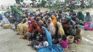 En del av de 700 bybor som Boko Haram kidnappade men som räddades i januari
