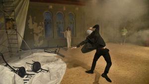 Foto från Teater Mars och Ozonteaterns uppsättning av Måsen.