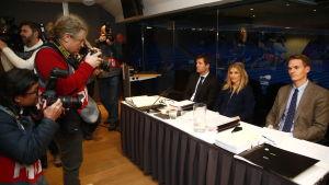 Stor medieuppbåd när Therese Johaug förhördes i Oslo.