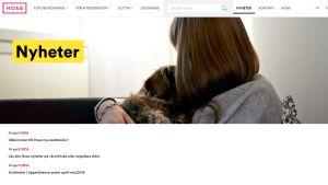 HOAS svenska webbsida. Rubriken nyheter syns med stort.