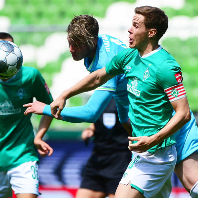 Niklas Moisander i farten mot Wolfsburg.