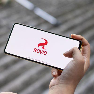 Rovion logo puhelimen näytöllä.
